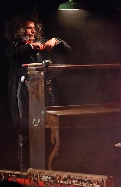 Buno - Répare son piano
