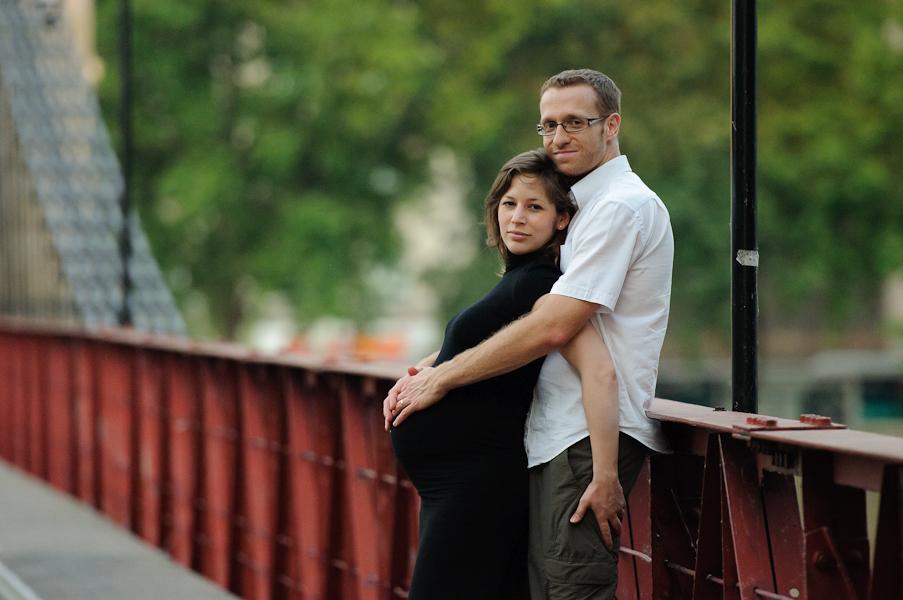 Catherine et Sylvain - Maman dans les bras de papa sur le pont