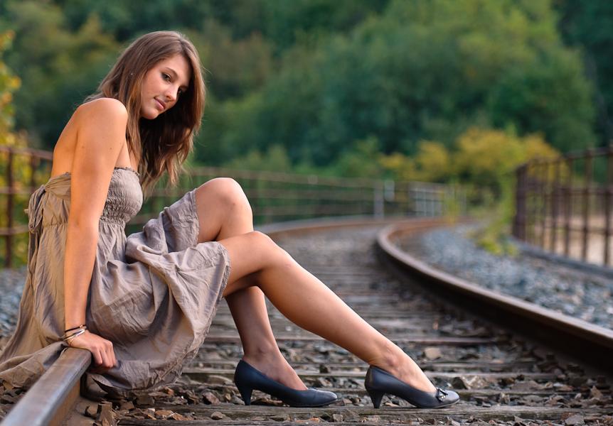 Assise sur les rails