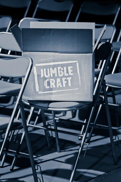 Le carton contenant les thèmes du public avec le logo Jumble Craft