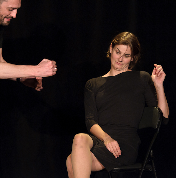 La comédienne joue un recruteur dubitatif