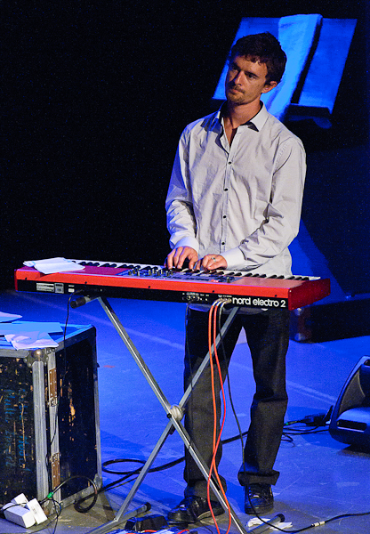Le pianiste du groupe afropop reggae Kanandjo