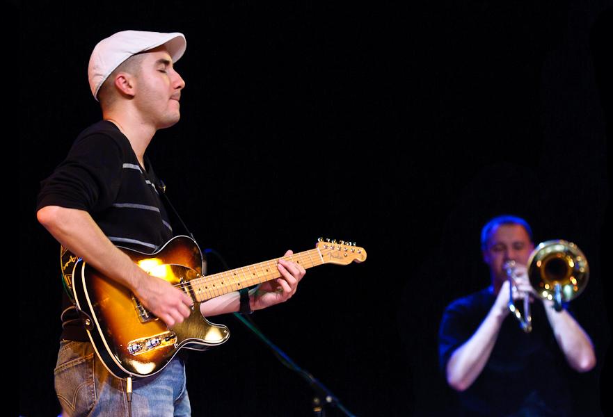 Le guitariste et le tromboniste en duo