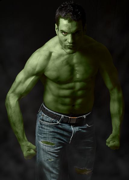 portrait de hulk vert de rage, les muscles saillants et le jeans déchiré