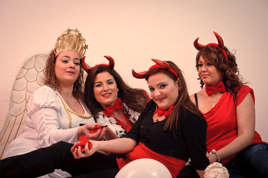 Portrait d'un ange entourée de trois démons