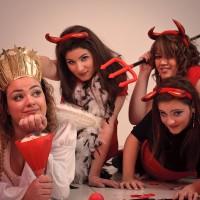 Trois démons menacent un ange serein