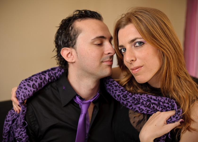 Portrait d'un couple d'amoureux en studio