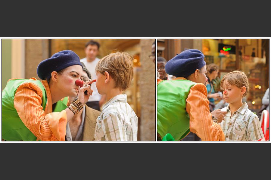 Diptyque d'une clown maquillant un petit garçon d'un nez rouge