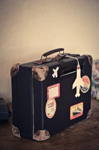 Une tirelire en forme valise pour récolter les dons des invités