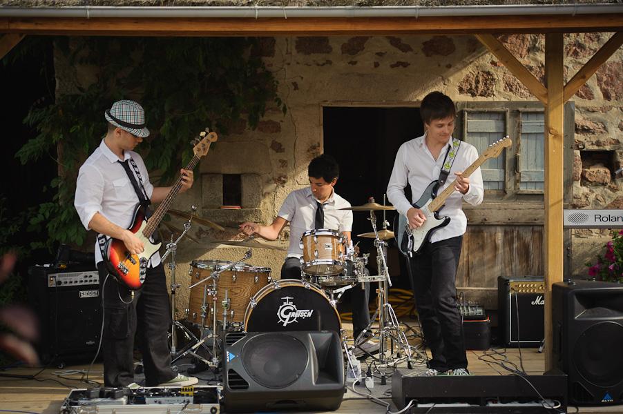 Le groupe de musiciens animant le mariage