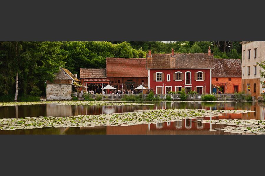 Panorama du moulin d'artus devant un bel étang