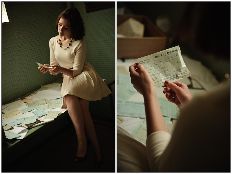Diptyque d'une jeune femme inspectant des bons de transport dans un batiment abandonné