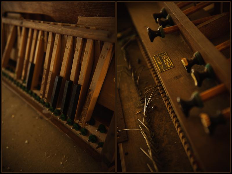 Diptyque d'un vieux piano défoncé