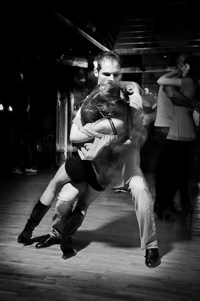 Un couple de danseur de batchata fusionnel