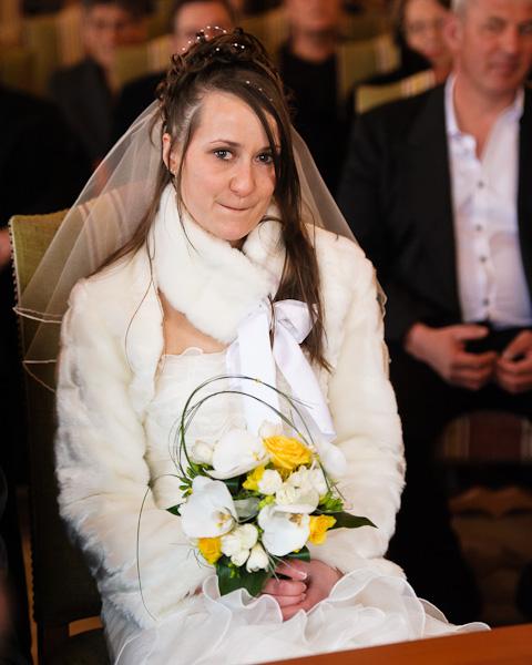 Portrait de la mariée très émue, les yeux humides