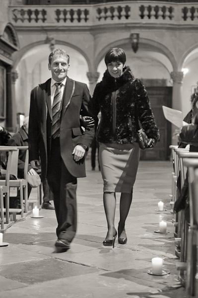 Portrait des deux témoins entrant dans l'église