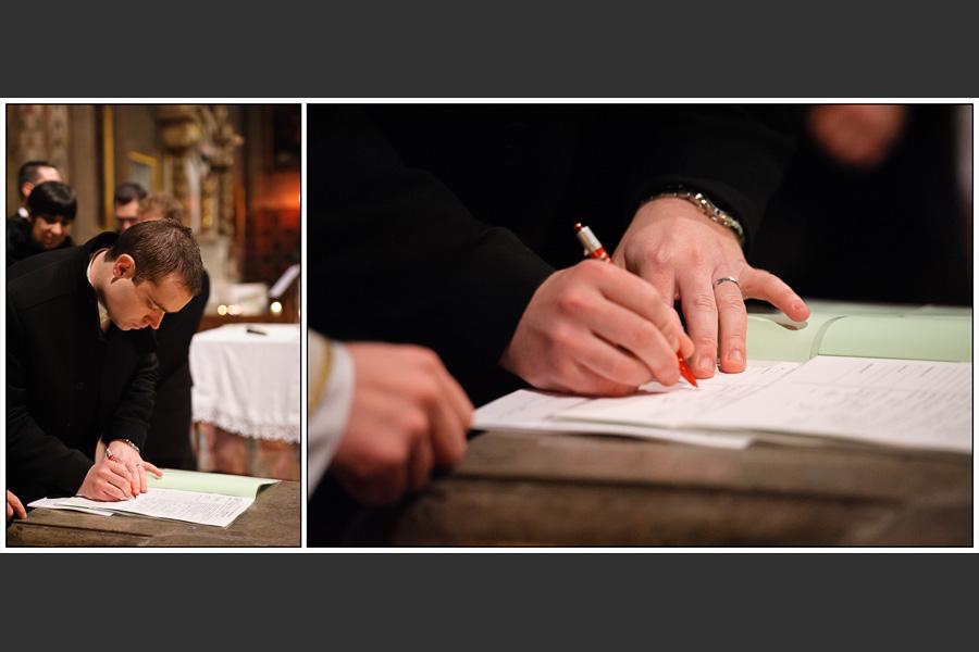 Diptyque du marié signant les registres de l'église
