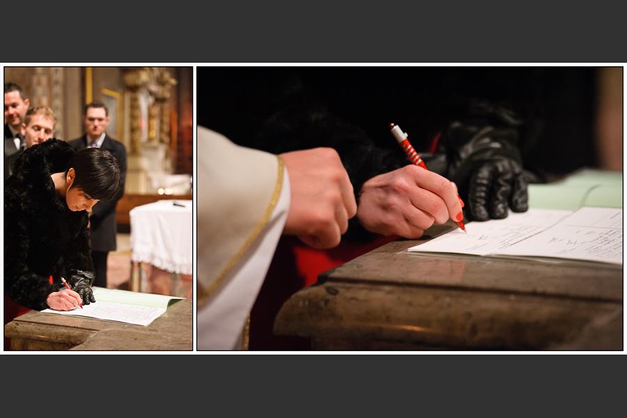 Diptyque d'une des témoins signant les registres de l'église