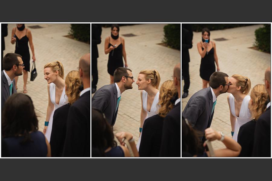 Triptyque d'un couple de mariés s'embrassant